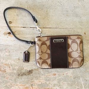 ♥️ Coach ♥️ Brown Signature Wristlet